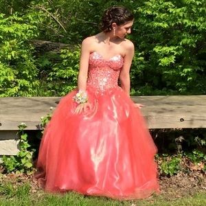 Dresses & Skirts - Gorgeous pink prom dress